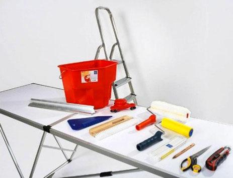 Инструменты для поклейки обоев на потолок