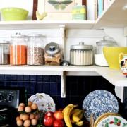 полка на кухне фотография