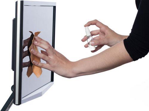 Чем протирать монитор компьютера в домашних условиях: как почистить экран телевизора, чем очистить ЖК